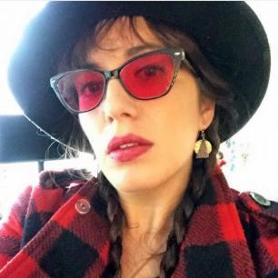 La vie en rose. Nicolette Mallow (the writer).